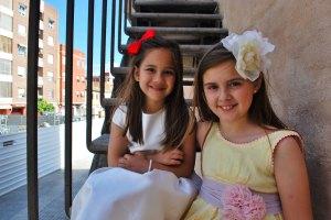 Ari i Maria descansen a les escales de la Torre